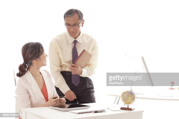 Middle-aged who is consulting while laughing with notes