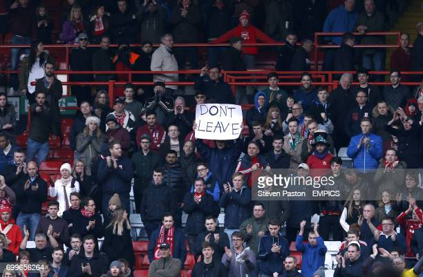 Middlesbrough fans in the stands hold up a sign saying 'Don't Leave' aimed at Middlesbrough manager Aitor Karanka