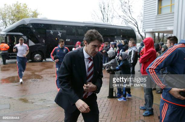 Middlesbrough's manager Aitor Karanka makes his way into the stadium