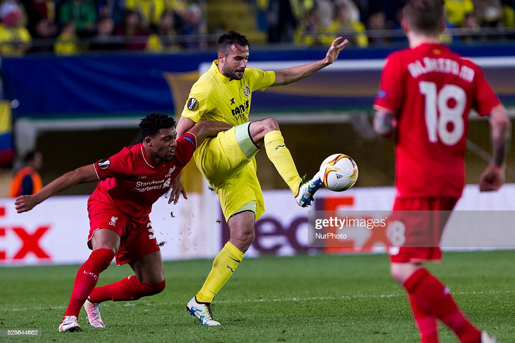 32 Midfield of Liverpool FC Cameron Brannagan (L) and 09 Roberto Soldado of Villarreal CF during UEFA Europa League semi-final first leg match between Villarreal CF and Liverpool FC at El Madrigal Stadium in Villarreal on April 28, 2016.