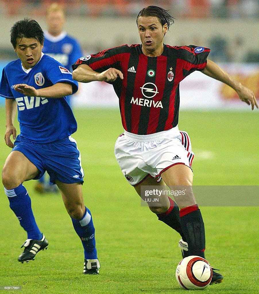 Midfielder Fernando Redondo R of AC Mi