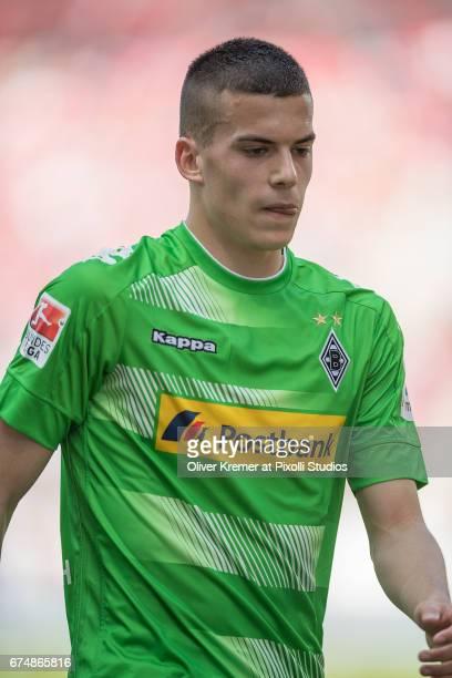 Midfielder Laszlo Benes of Borussia Moenchengladbach on his way to a corner kick during the 1 Bundesliga match between 1 FSV Mainz 05 and Borussia...