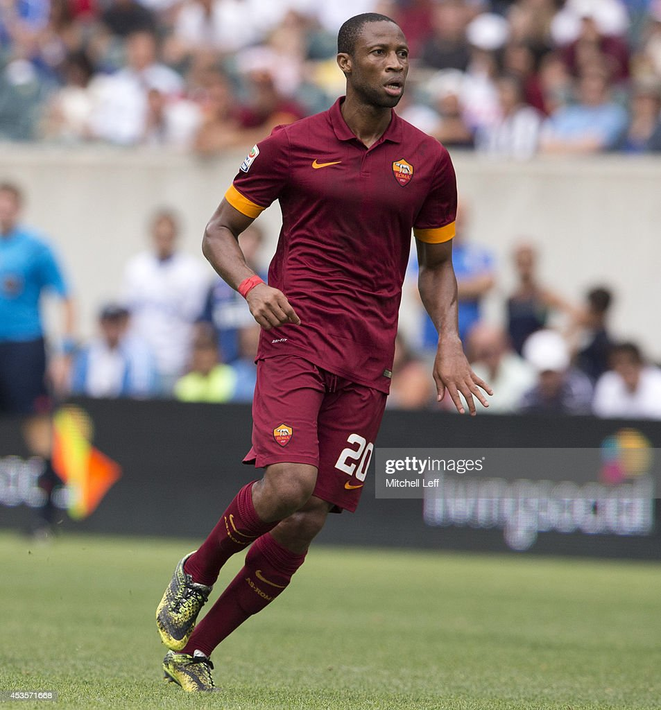 Midfielder <a gi-track='captionPersonalityLinkClicked' href=/galleries/search?phrase=Seydou+Keita&family=editorial&specificpeople=709847 ng-click='$event.stopPropagation()'>Seydou Keita</a> #20 of AS Roma participates in the match against FC Internazionale Milano during the International Champions Cup on August 2, 2014 at Lincoln Financial Field in Philadelphia, Pennsylvania.