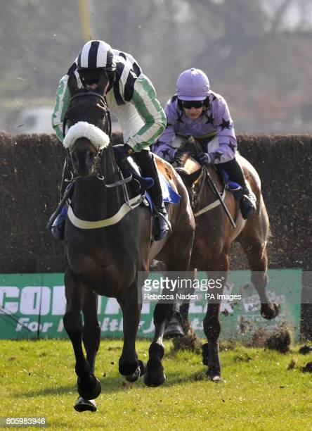 Midnight Chase ridden by Dougie Costello and Giggles O'shea ridden by Jay Pemberton during the Sara's Sparklers Stakes beginners' Chase