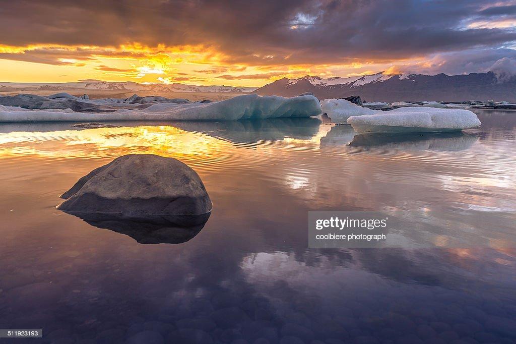 Midnight sun at Jokulsarlon glacier lagoon