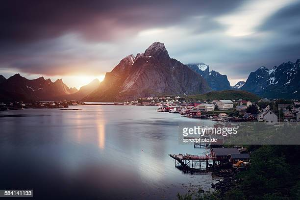 Midnight sun at Reine