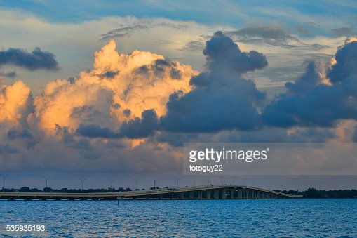 Midpoint Bridge 1 : Stock Photo