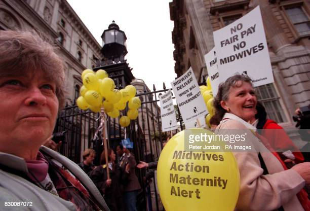 Midwives delivered a public petition to Downing Street today voicing their concerns about the acute staffing crisis in midwifery and their pay...