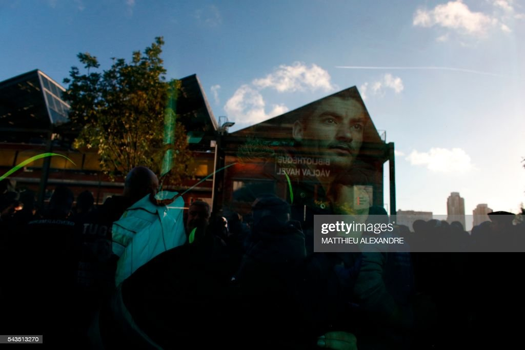 A migrant looks through the window of a bus as French Gendarms proceed to the evacuation of migrants on June 29, 2016 in Paris. The police started early on June 29, 2016, the evacuation of several hundreds of migrants, from a camp at the former SNCF Hall 'Pajol'. / AFP / MATTHIEU