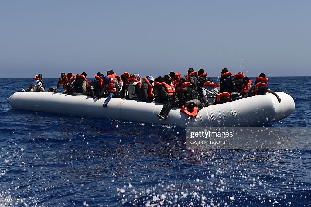 Migrants and refugees wait for help during a rescue operation at sea of the Aquarius, a former North Atlantic fisheries protection ship now used by humanitarians SOS Mediterranee and Medecins Sans Frontieres (Doctors without Borders), on May 24, 2016 in the Mediterranean sea in front of the Libyan coast. / AFP / GABRIEL
