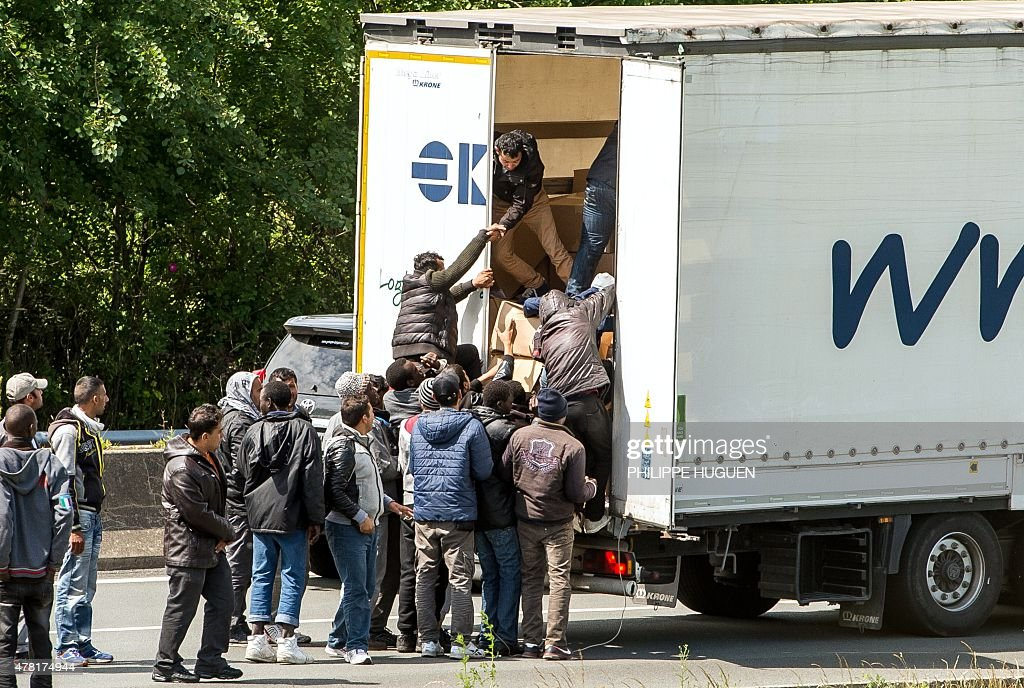 FRANCE-BRITAIN-MIGRANTS-TRANSPORT-EUROTUNNEL : News Photo