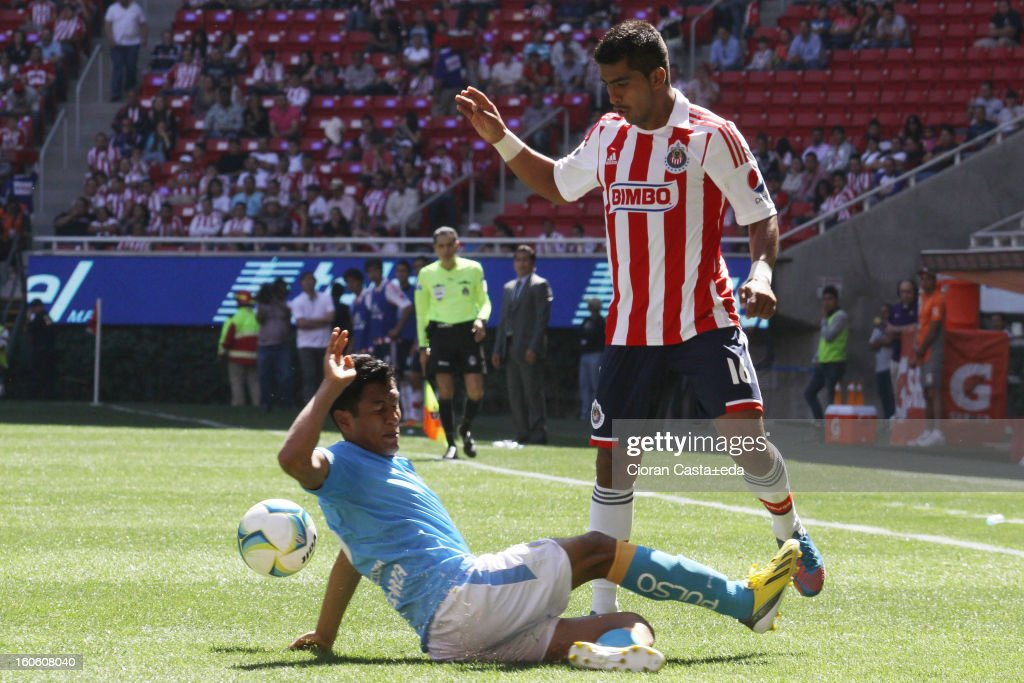 Miguel Angel Ponce of Chivas Guadalajara and Santiago Tellez of San Luis fight for the ball during a match of the Clausura Liga MX Round 5 in Omnilife Stadium on February 3, 2013 in Guadalajara, Mexico.