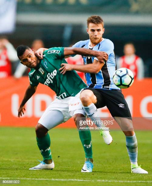 Miguel Borja of Palmeiras and Bressan of Gremio in action during the match between Palmeiras and Gremio for the Brasileirao Series A 2017 at Pacaembu...