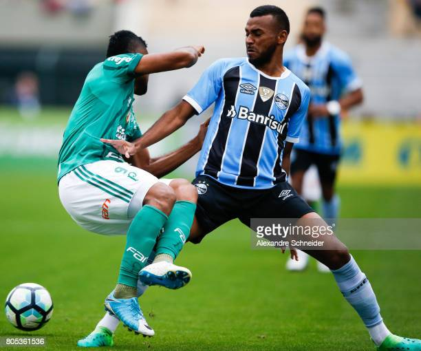 Miguel Borja of Palmeiras and Leonardo of Gremio in action during the match between Palmeiras and Gremio for the Brasileirao Series A 2017 at...