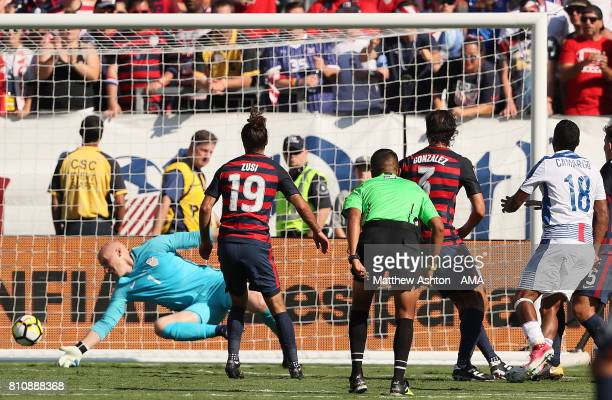 Miguel Camargo of Panama scores a goal to make the score 11 during the 2017 CONCACAF Gold Cup Group B match between the United States and Panama at...