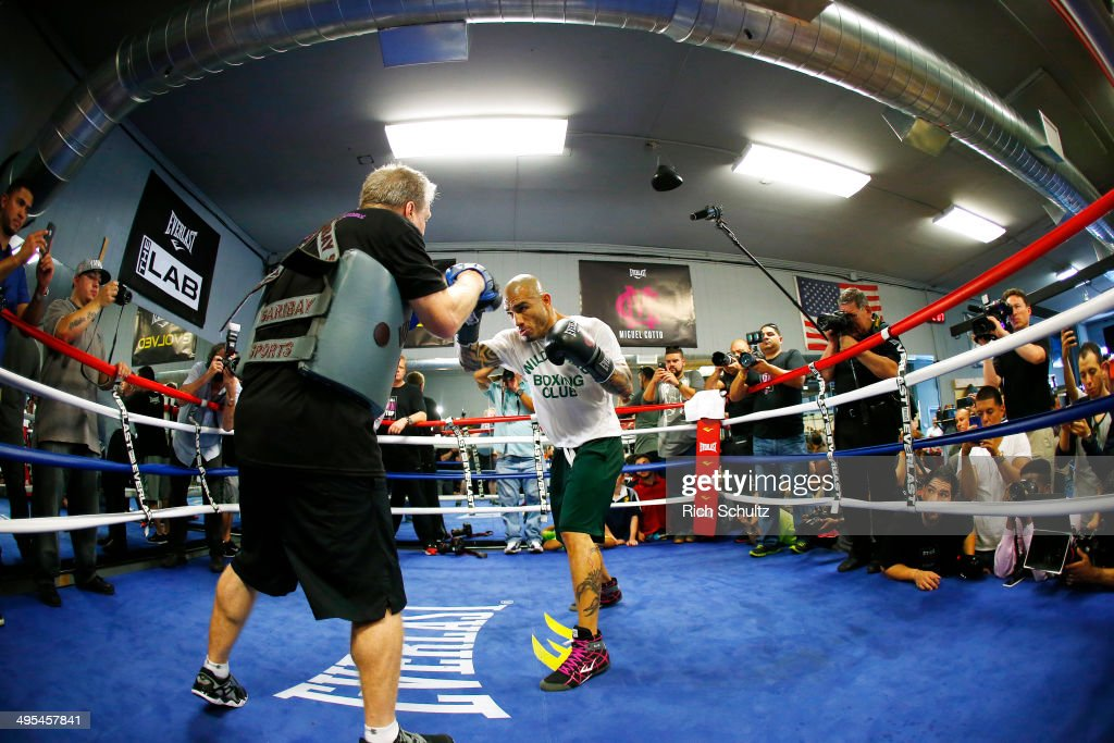 <a gi-track='captionPersonalityLinkClicked' href=/galleries/search?phrase=Miguel+Cotto&family=editorial&specificpeople=4329258 ng-click='$event.stopPropagation()'>Miguel Cotto</a> works out for the media at Everlast Lab on June 3, 2014 in Hoboken, New Jersey. Cotto will be fighting Sergio Martinez for the WBC Middleweight Championship on Saturday, June 7th at Madison Square Garden in New York City.