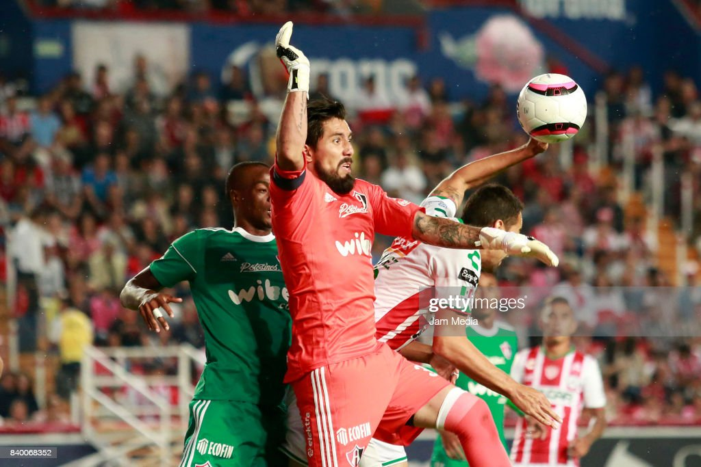 Miguel Fraga (C) Goalkeeper of Atlas jumps for the ball during the seventh round match between Necaxa and Atlas as part of the Torneo Apertura 2017 Liga MX at Victoria Stadium on August 26, 2017 in Aguascalientes, Mexico.