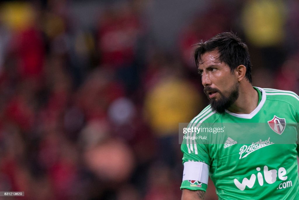 Miguel Fraga goalkeeper of Atlas looks during the 4th round match between Atlas and America as part of the Torneo Apertura 2017 Liga MX at Jalisco Stadium on August 11, 2017 in Guadalajara, Mexico.