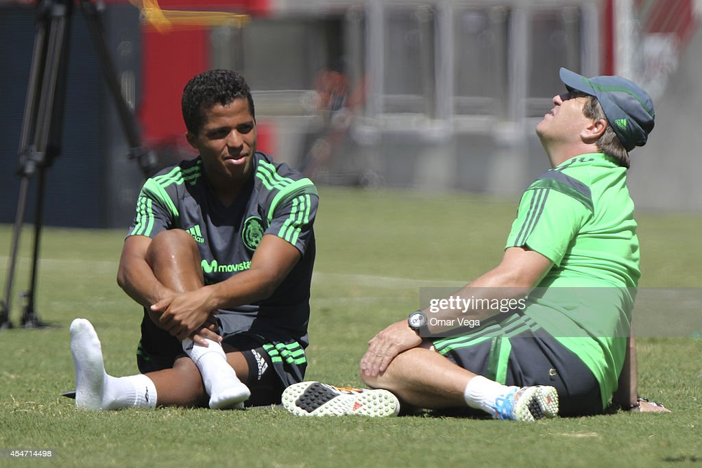 <a gi-track='captionPersonalityLinkClicked' href=/galleries/search?phrase=Miguel+Herrera+-+Fu%C3%9Fballtrainer&family=editorial&specificpeople=12319687 ng-click='$event.stopPropagation()'>Miguel Herrera</a> and Giovani Dos Santos of Mexico warm up during Mexico's National Team training session at Levi's Stadium September 05, 2014 in Santa Clara, United States.