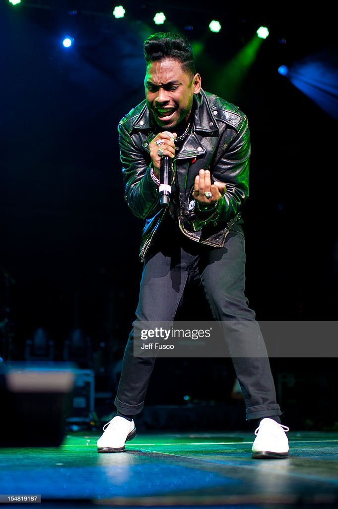 Miguel performs at the Power 99 Powerhouse concert at the Wells Fargo Center on October 26, 2012 in Philadelphia, Pennsylvania.