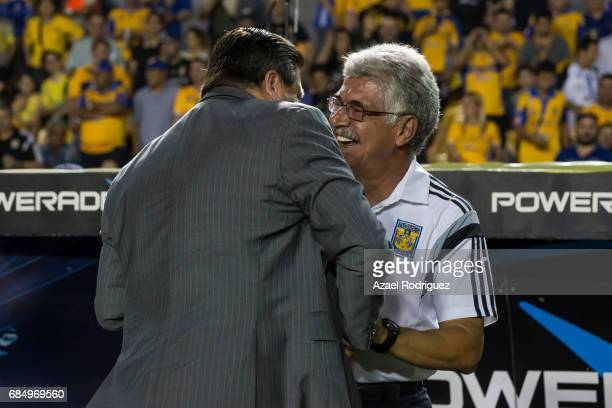 Miguel 'Piojo' Herrera coach of Tijuana shakes hands with Ricardo 'Tuca' Ferretti coach of Tigres prior the semi finals first leg match between...