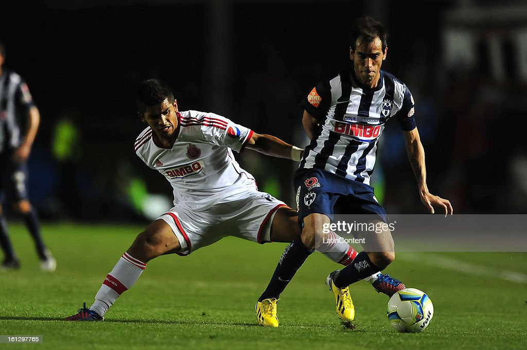 Miguel Ponce fights for the ball with <a gi-track='captionPersonalityLinkClicked' href=/galleries/search?phrase=Cesar+Delgado&family=editorial&specificpeople=675597 ng-click='$event.stopPropagation()'>Cesar Delgado</a> during the match between Monterrey and Chivas as part of the Clausura 2013 on February 9, 2013 in Monterrey, Mexico.