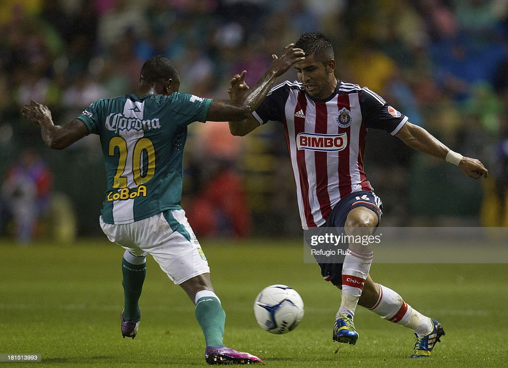 Miguel Ponce of Chivas fights for the ball with Eisner Lobos of Leon during a match between Leon and Chivas as part of the Apertura 2013 Liga MX at Leon Stadium on September 21, 2013 in Leon, Mexico.