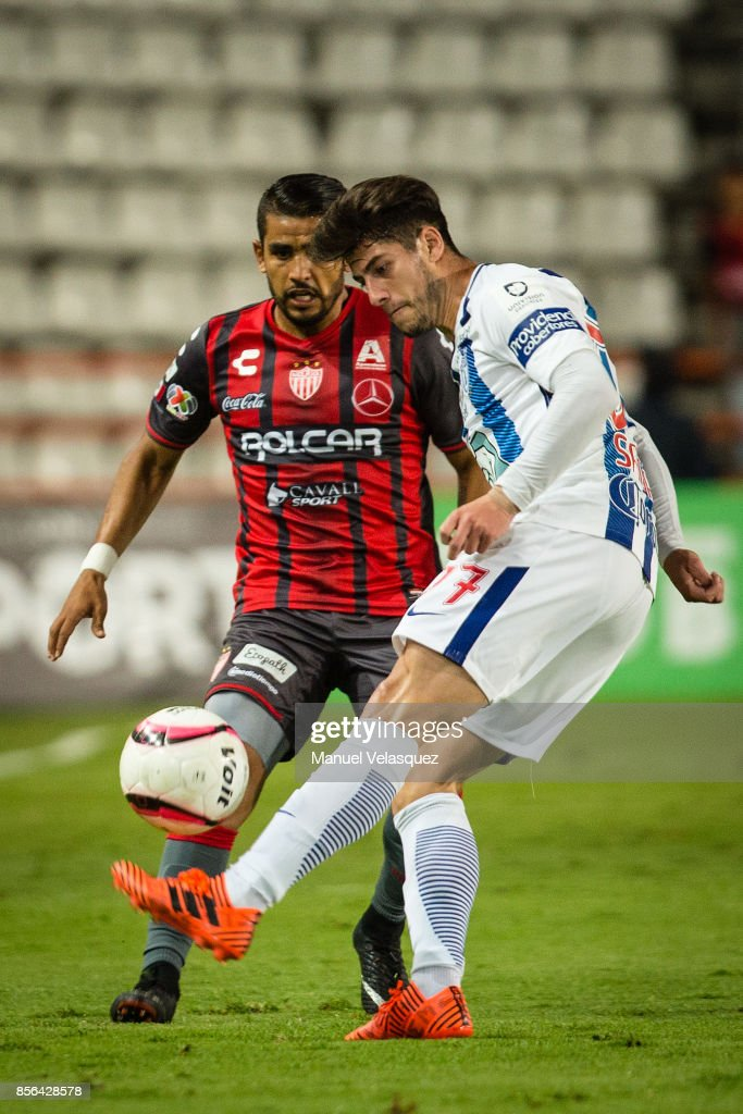 Miguel Ponce (L) of Necaxa struggles for the ball with Angelo Sagal (R) of Pachuca during the 12th round match between Pachuca and Necaxa as part of the Torneo Apertura 2017 Liga MX at Hidalgo Stadium on September 30, 2017 in Pachuca, Mexico.