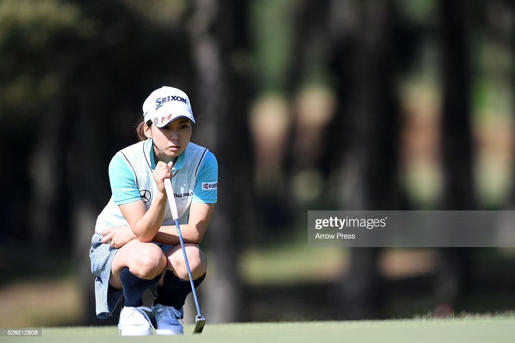 Miho Mori of Japan lines up her birdie putt on the 3th hole during the first round of the World Ladies Championship Salonpas Cup at the Ibaraki Golf Club on May 5, 2016 in Tsukubamirai, Japan.