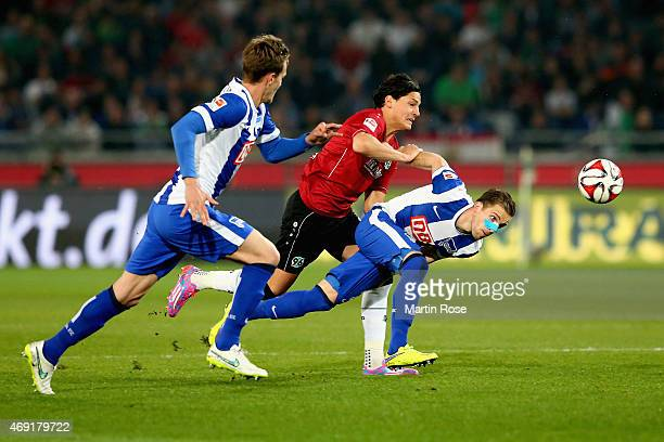 Miiko Albornoz of Hannover 96 and Peter Pekarik of Hertha BSC battle for the ball during the Bundesliga match between Hannover 96 and Hertha BSC at...