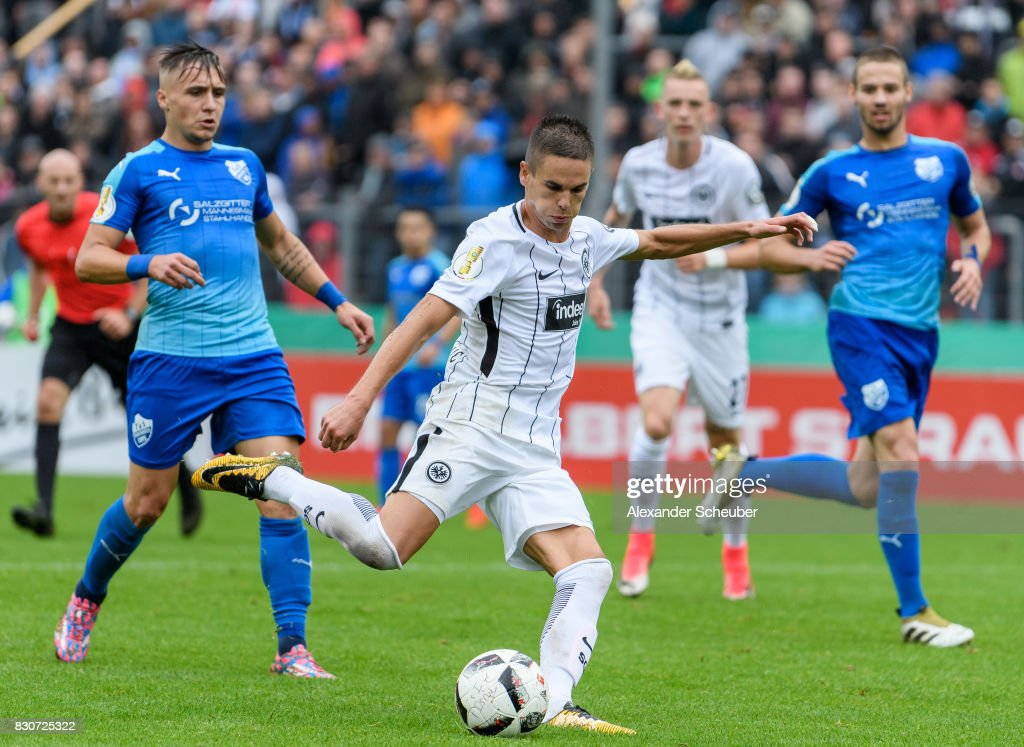 Mijat Gacinovic of Eintracht Frankfurt scores the second goal for his team during the DFB Cup match between TuS Erndtebrueck and Eintracht Frankfurt at Leimbachstadion on August 12, 2017 in Siegen, Germany.