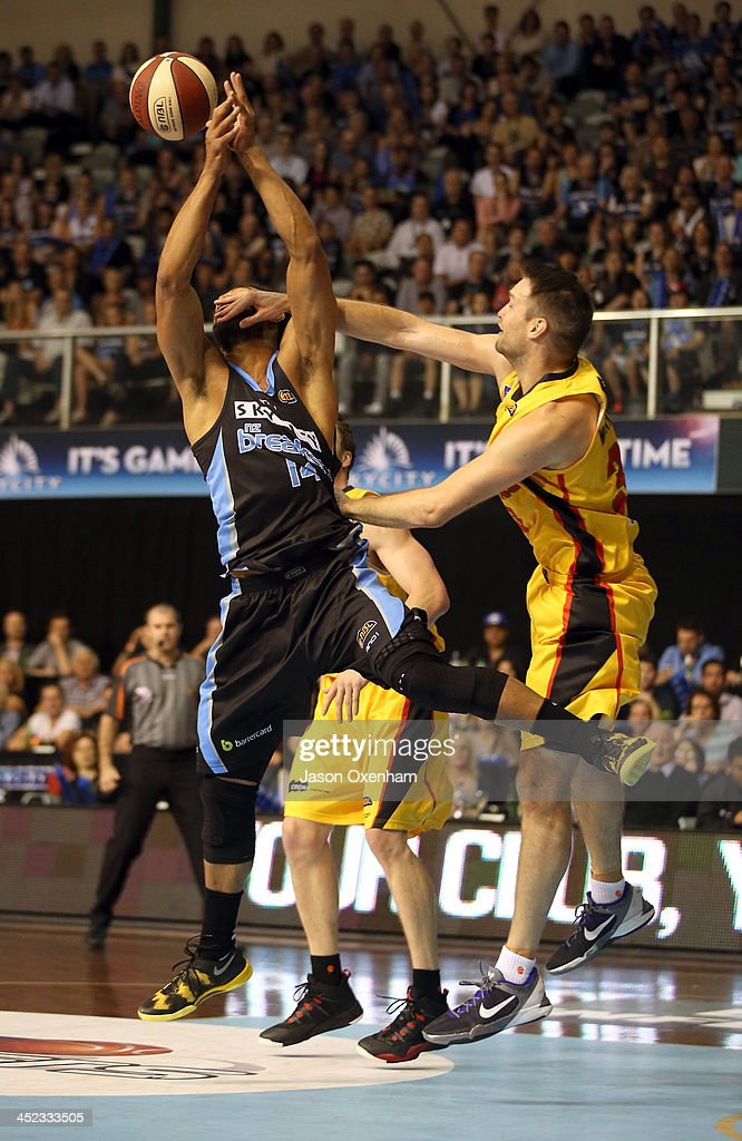 Mika Vukona of the Breakers(L) and Mark Worthington of the Melbourne Tigers battle for a rebound during the round eight NBL match between the New Zealand Breakers and the Melbourne Tigers at North Shore Events Centre on November 28, 2013 in Auckland, New Zealand.