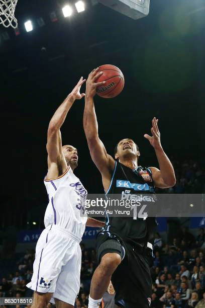Mika Vukona of the Breakers goes up against Perry Ellis of the Kings during the round three NBL match between the New Zealand Breakers and the Sydney...
