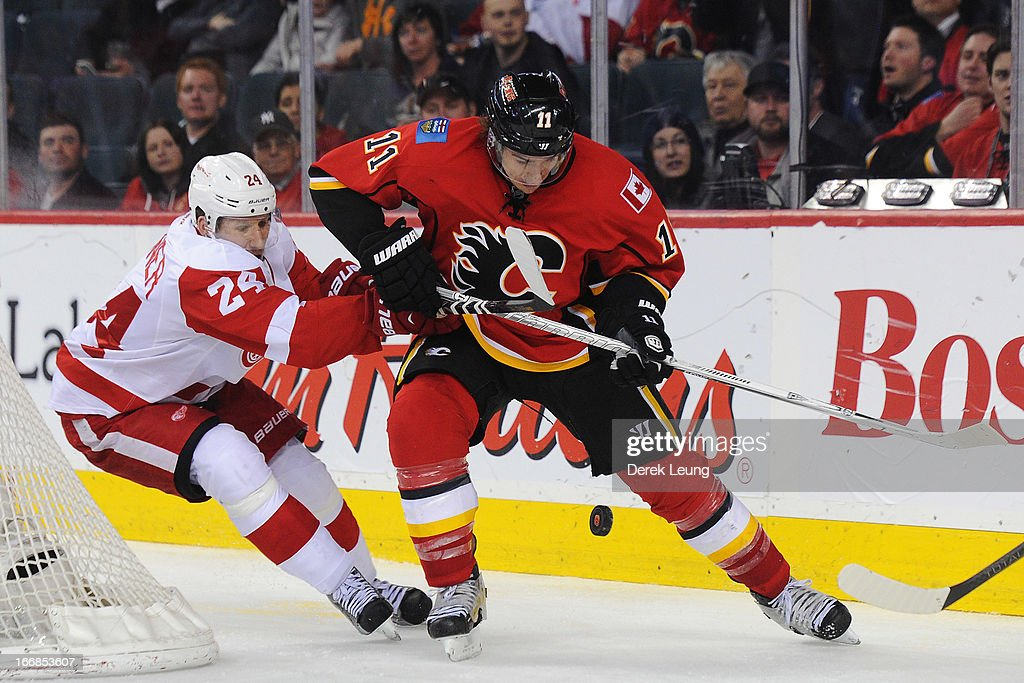 <a gi-track='captionPersonalityLinkClicked' href=/galleries/search?phrase=Mikael+Backlund&family=editorial&specificpeople=4324942 ng-click='$event.stopPropagation()'>Mikael Backlund</a> #11 of the Calgary Flames battles for the puck against <a gi-track='captionPersonalityLinkClicked' href=/galleries/search?phrase=Damien+Brunner&family=editorial&specificpeople=6931570 ng-click='$event.stopPropagation()'>Damien Brunner</a> #24 of the Detroit Red Wings during an NHL game at Scotiabank Saddledome on April 17, 2013 in Calgary, Alberta, Canada.
