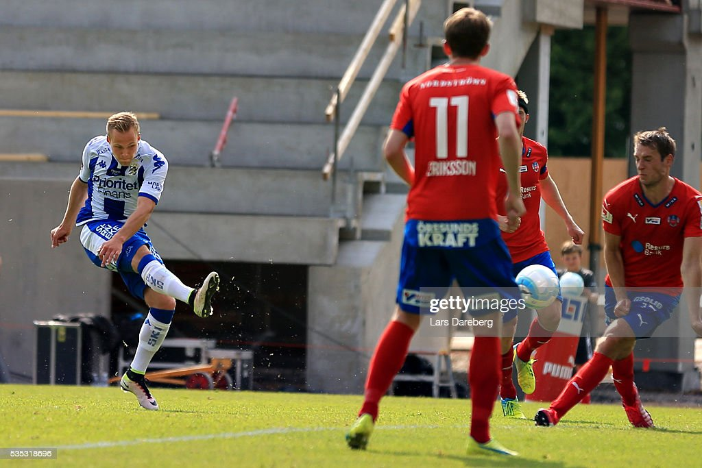 Mikael Boman of IFK Goteborg score 2-0 during the Allsvenskan match between Helsingborgs IF and IFK Goteborg at Olympia on May 29, 2016 in Helsingborg, Sweden.