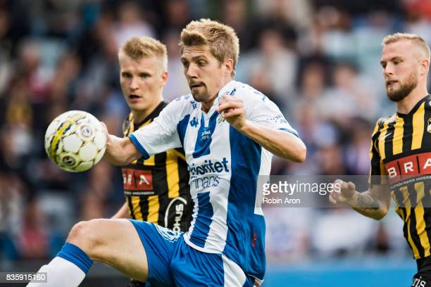 Mikael Boman of IFK Goteborg try to steer the ball during the Allsvenskan match between IFK Goteborg and BK Hacken at Gamla Ullevi on August 20 2017...