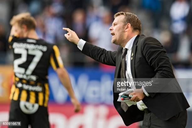 Mikael Stahre head coach of BK Hacken instructs his players during the Allsvenskan match between IFK Goteborg and BK Hacken at Gamla Ullevi on August...