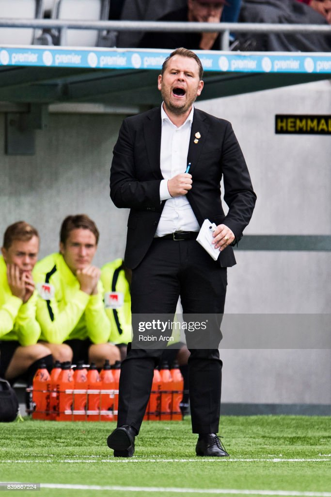 Mikael Stahre, head coach of BK Hacken instructs his players during the Allsvenskan match between BK Hacken and Jonkopings Sodra IF at Bravida Arena on August 27, 2017 in Gothenburg, Sweden.