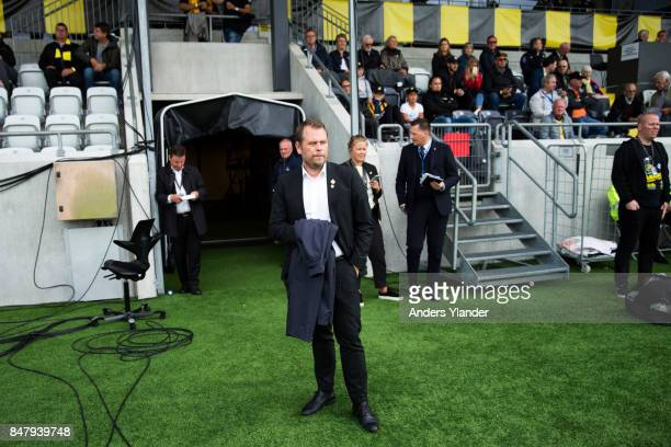 Mikael Stahre head coach of BK Hacken looks on prior to the Allsvenskan match between BK Hacken and IF Elfsborg at Bravida Arena on September 15 2017...