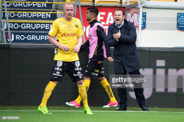 Mikael Stahre head coachof BK Hacken gives instructions during the Allsvenskan match between IF Elfsborg and BK Hacken at Boras Arena on June 2 2017...