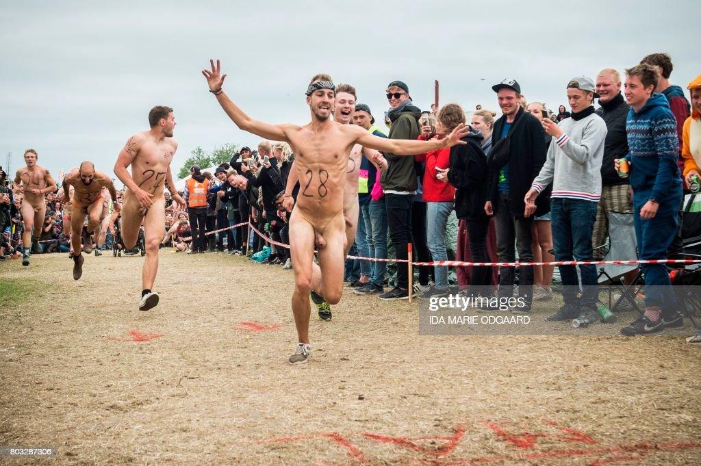 naked men run on