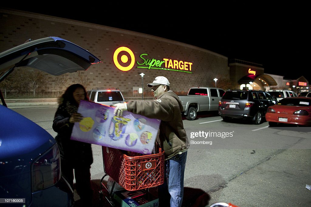 Mike and Tamara Paris load their car with purchased items before sunrise at a Super Target store in Thornton, Colorado, U.S., on Friday, Nov. 26, 2010. Shoppers on Black Friday, the biggest shopping day of the year, are taking advantage of deals as they face down a slower economic recovery than projected. Photographer: Matthew Staver/Bloomberg via Getty Images