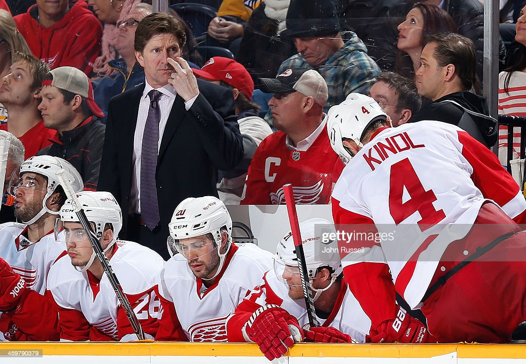 <a gi-track='captionPersonalityLinkClicked' href=/galleries/search?phrase=Mike+Babcock&family=editorial&specificpeople=226668 ng-click='$event.stopPropagation()'>Mike Babcock</a> of the Detroit Red Wings signals to pull goalie Jimmy Howard #35 of the Detroit Red Wings for an extra attacker against the Nashville Predators at Bridgestone Arena on December 30, 2013 in Nashville, Tennessee.