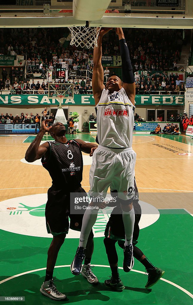 Mike Batiste #24 of Fenerbahce Ulker Istanbul in action during the 20122013 Turkish Airlines Euroleague Top 16 Date 9 between Montepaschi Siena v...