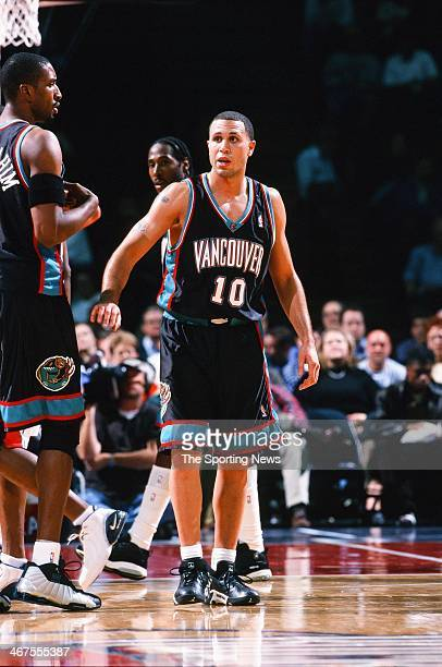 Mike Bibby of the Vancouver Grizzlies during the game against the Houston Rockets on November 9 2000 at Compaq Center in Houston Texas