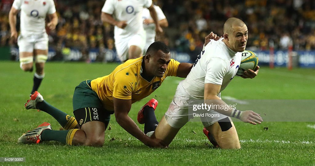 Mike Brown of England holds off Tevita Kuridrani to score their second try during the International Test match between the Australian Wallabies and England at Allianz Stadium on June 25, 2016 in Sydney, Australia.