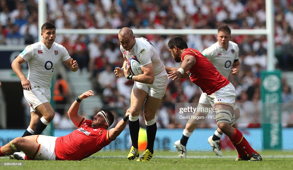 <a gi-track='captionPersonalityLinkClicked' href=/galleries/search?phrase=Mike+Brown+-+Rugbyspelare&family=editorial&specificpeople=2385268 ng-click='$event.stopPropagation()'>Mike Brown</a> of England is tackled during the England v Wales International match at Twickenham Stadium on May 29, 2016 in London, England.