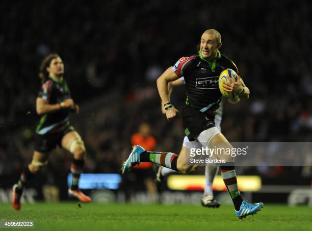 Mike Brown of Harlequins breaks away to score a try during the Aviva Premiership match between Harlequins and Exeter Chiefs at Twickenham Stadium on...