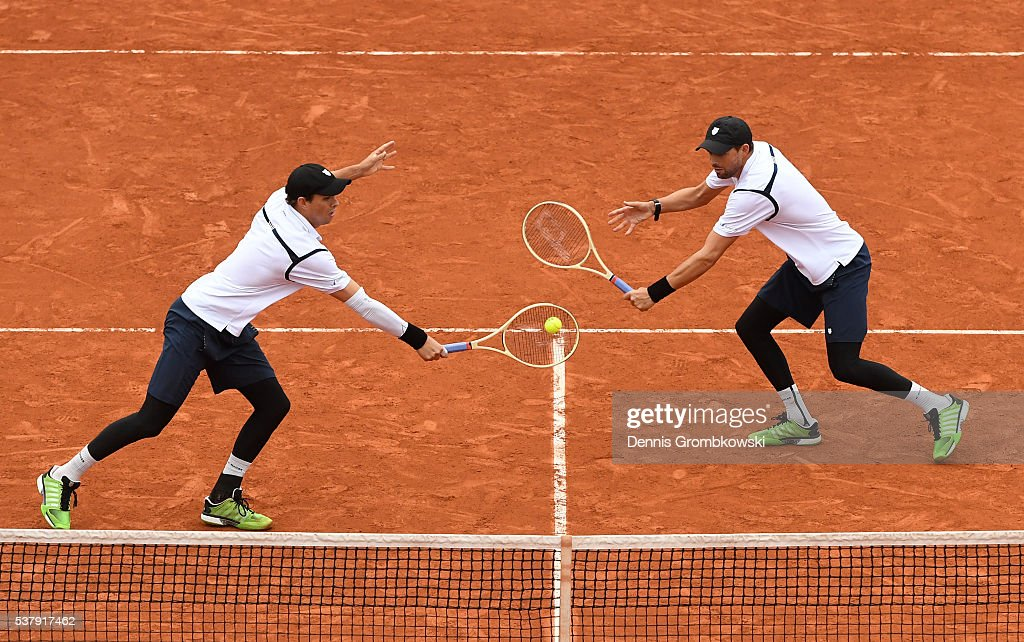 <a gi-track='captionPersonalityLinkClicked' href=/galleries/search?phrase=Mike+Bryan+-+Tennis+Player&family=editorial&specificpeople=204456 ng-click='$event.stopPropagation()'>Mike Bryan</a> and <a gi-track='captionPersonalityLinkClicked' href=/galleries/search?phrase=Bob+Bryan+-+Tennis+Player&family=editorial&specificpeople=203335 ng-click='$event.stopPropagation()'>Bob Bryan</a> of the United States in action during the Men's Doubles semi final match against Lukasz Kubot of Poland and Alexander Peya of Austria on day thirteen of the 2016 French Open at Roland Garros on June 3, 2016 in Paris, France.