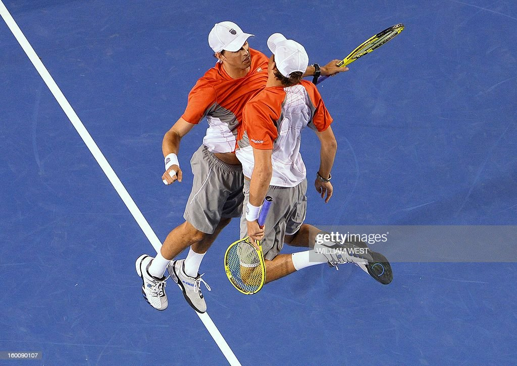 Mike Bryan (L) and his brother Bob of the US celebrate after their victory over the Netherland's Robin Haase and Igor Sibling during the men's doubles final on day 13 of the Australian Open tennis tournament in Melbourne early on January 27, 2013. AFP PHOTO / WILLIAM WEST IMAGE STRICTLY RESTRICTED TO EDITORIAL USE - STRICTLY NO COMMERCIAL USE